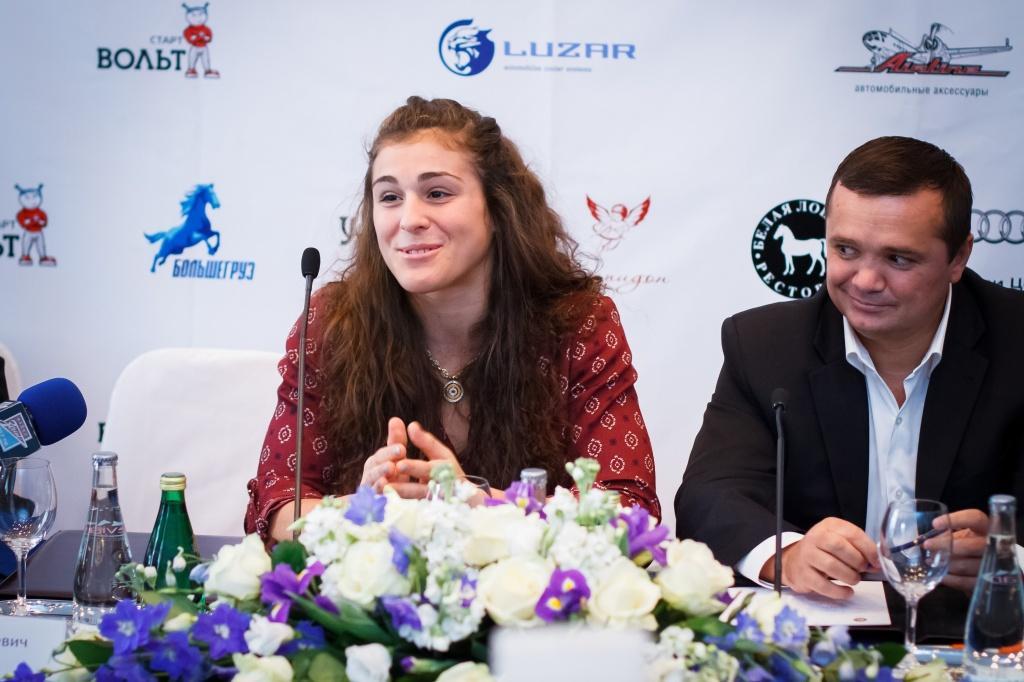 Наталья Воробьева на пресс-конференции, организованной УК «КАРВИЛЬ»